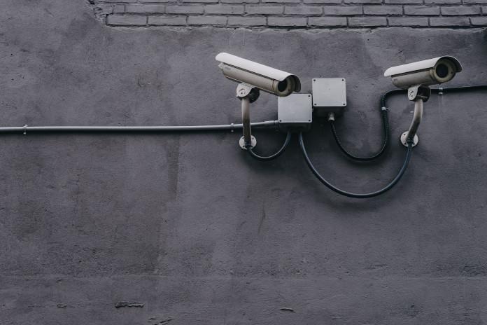 """Die Online-Durchsuchung als """"digitale Allzweckwaffe"""" – Zur Kritik an überbordenden Ermittlungsmethoden"""